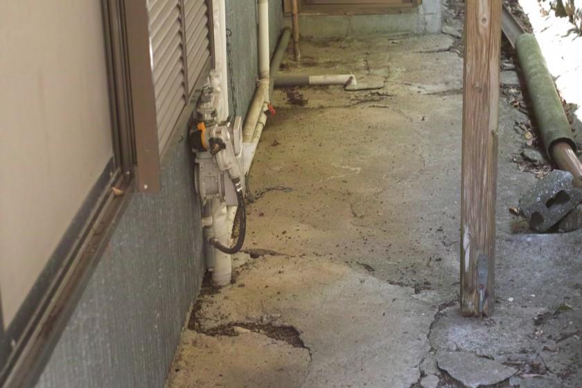 外されたプロバンガスの栓