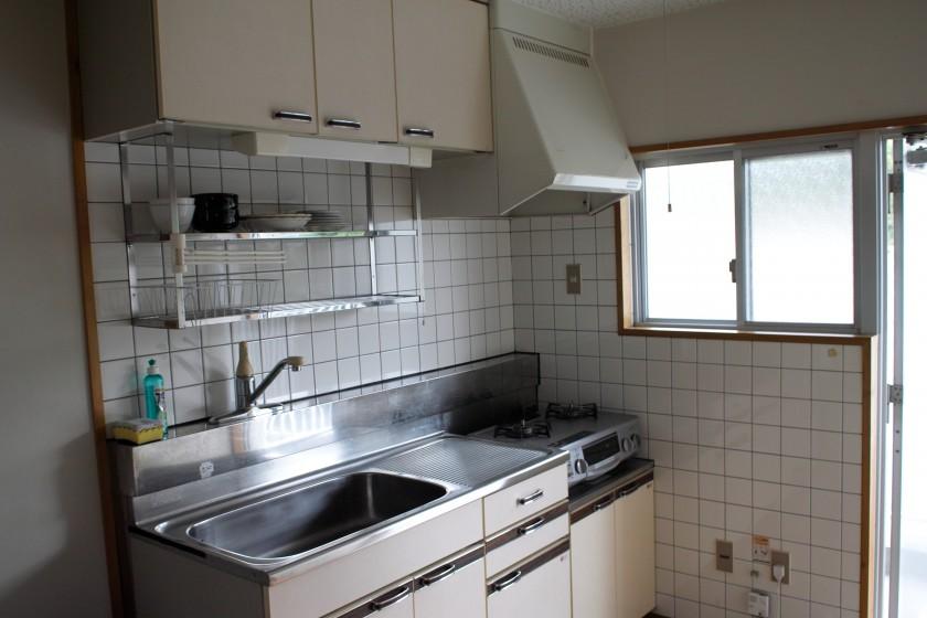 決して広くはないですが清潔感のある台所です