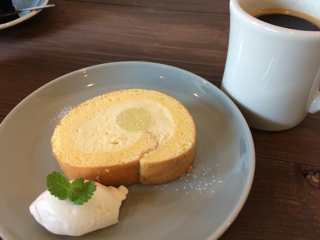 お芋ロールケーキ