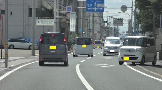 香美市中心街の国道の様子