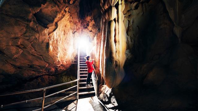 龍河洞-洞内-天降石3