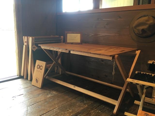 高知市の家具職人に制作を依頼しているOchoオリジナルデザインのテーブル